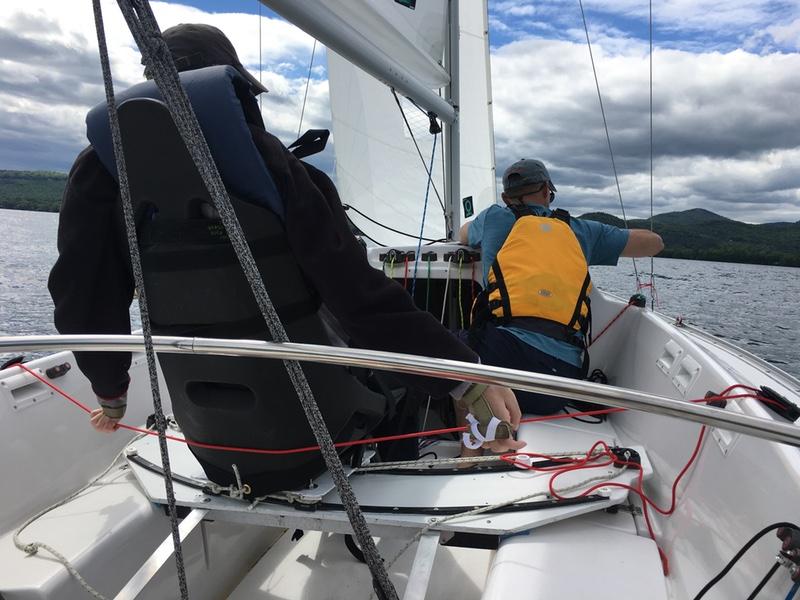 Sonar mid-boat seat